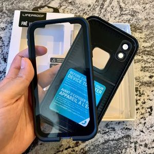 iPhone XR LifeProof FRĒ Case